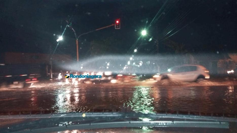 Vídeo: Parte do forro da Unir despenca durante forte chuva em Porto Velho; instituição ficou alagada